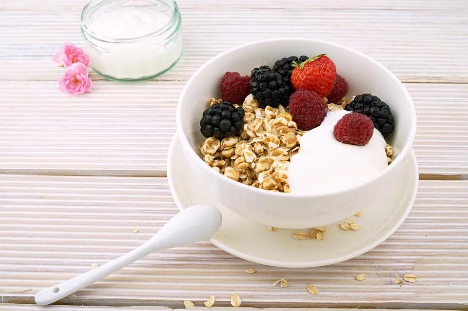cereals-with-berries-energy-boosting-snacks
